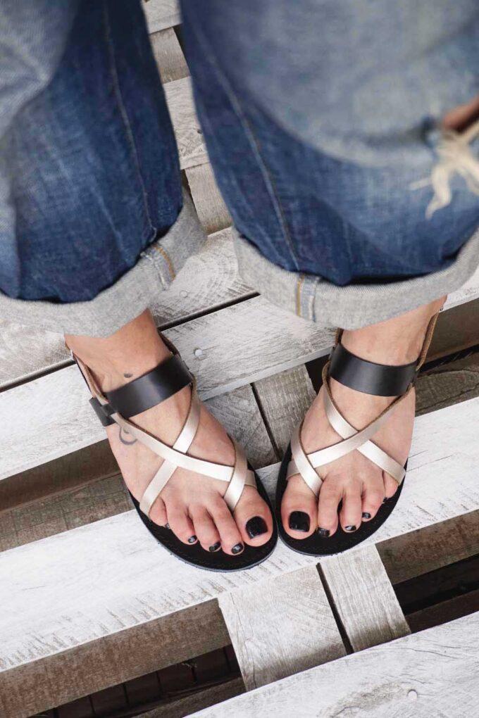 Greek sandals FUNKY PEOPLE, metallic gray
